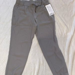 NWT On the Fly Jogger *WOVEN